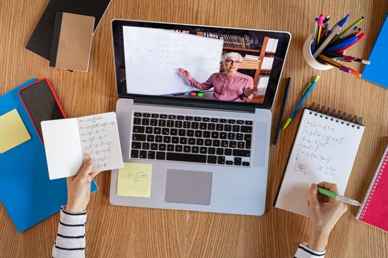 Memanfaatkan Teknologi untuk Belajar di Sekolah Tapi Dari Rumah