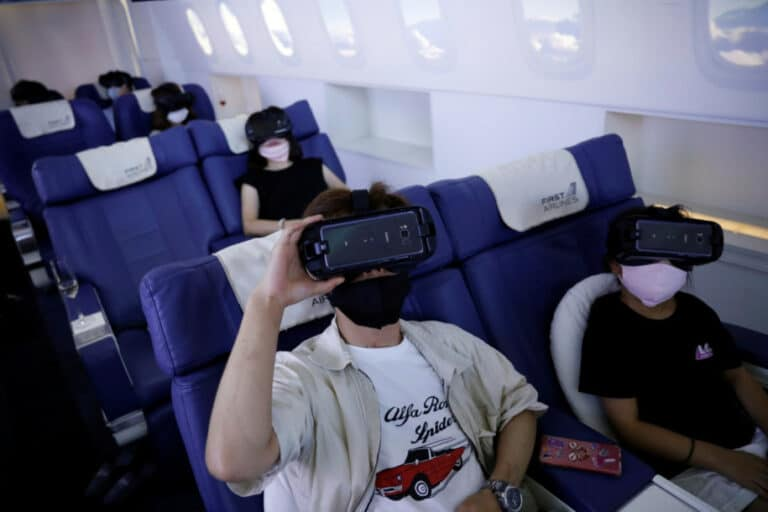 Warga Jepang Liburan Virtual Keliling Dunia Naik Pesawat Palsu
