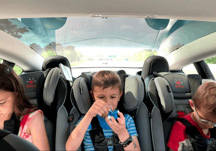 Anak tertinggal mobil