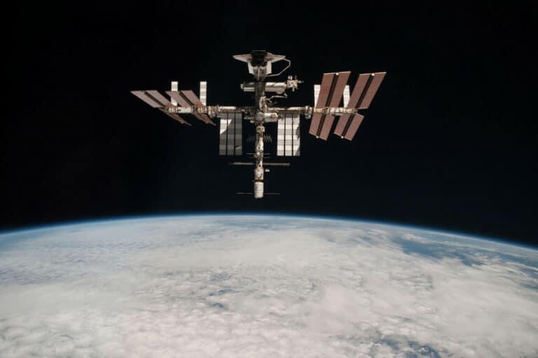 ISS Lakukan Manuver Darurat Demi Hindari Puing-puing Luar Angkasa