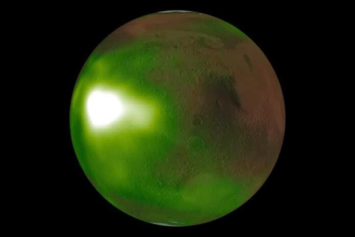 Cahaya malam Mars