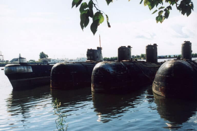 Rusia Pindahkan Kapal Selam Radioaktif dari Dasar Laut Arktik