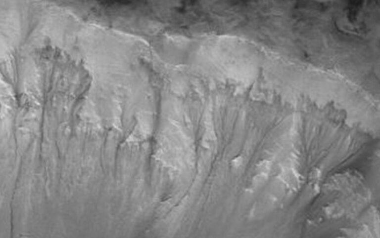Peneliti Temukan Sumber Air di Mars, Bukti Ada Kehidupan