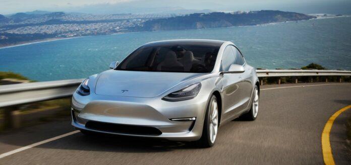 mobil listrik Tesla murah