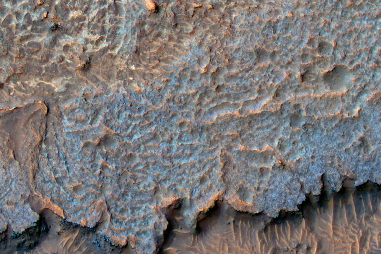 NASA Temukan Pegunungan Misterius di Mars