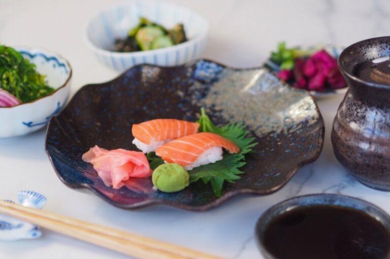 """Stok Ikan Menipis, Perusahaan Ini Ciptakan Sushi Salmon """"Tiruan"""""""