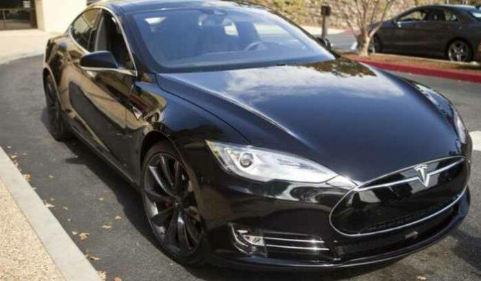 Mobil Tesla Model 3
