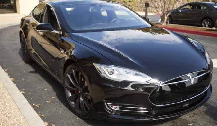"Mobil Tesla Model 3 ""Tangkap"" Komplotan Pencuri"