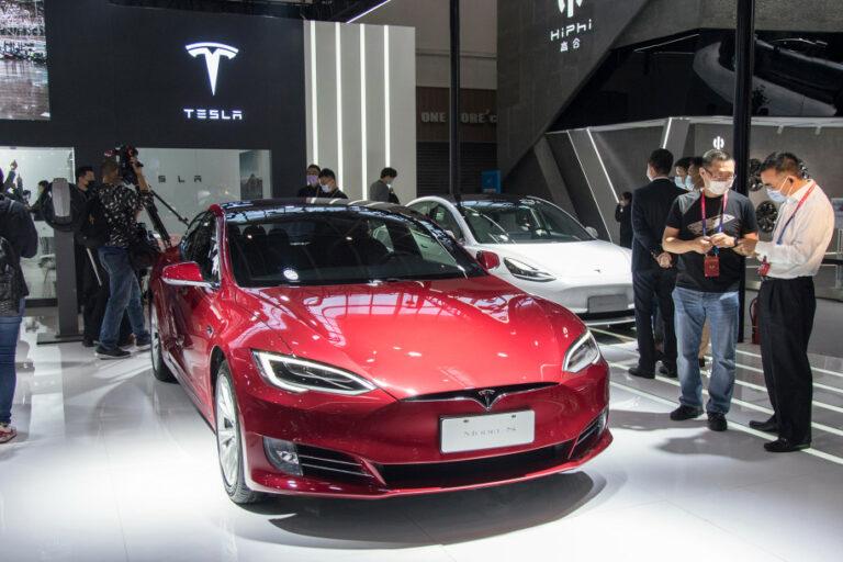 Diskon Tesla Model S Menjurus Pada Seks dan Ganja, Kok Bisa?