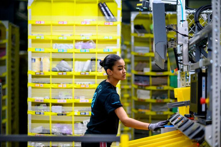 Cuti Pilpres AS, Karyawan Amazon Minta Tetap Dibayar