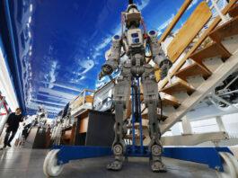 astronot robot humanoid