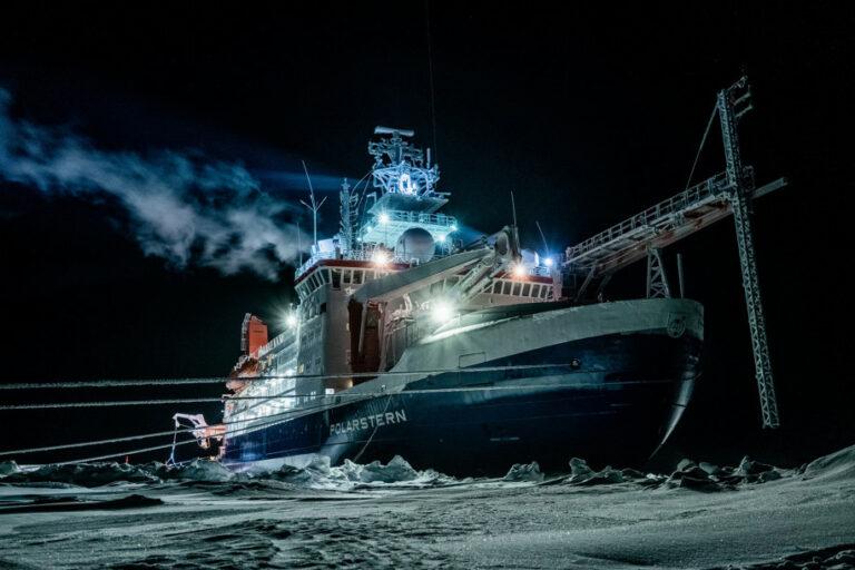 Ilmuwan Pulang dari Ekspedisi Arktik di Ujung Bumi