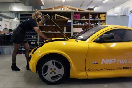 Mahasiswa Belanda Bikin Mobil Listrik dari Limbah