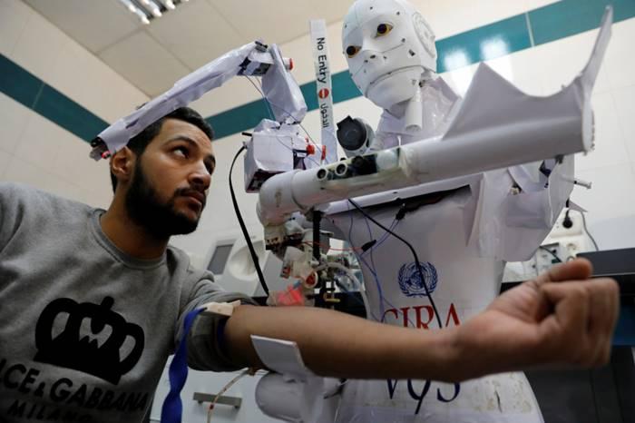 Robot Mesir Cira-03 Tes Covid-19