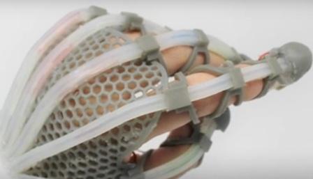 Kulit Sintetis rasakan objek VR