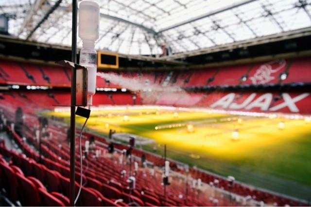 Tetesan Seperti Air Liur Disemprotkan di Stadion Ajax Amsterdam