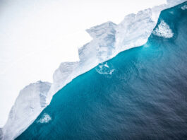 Gunung Es Terbesar di Dunia