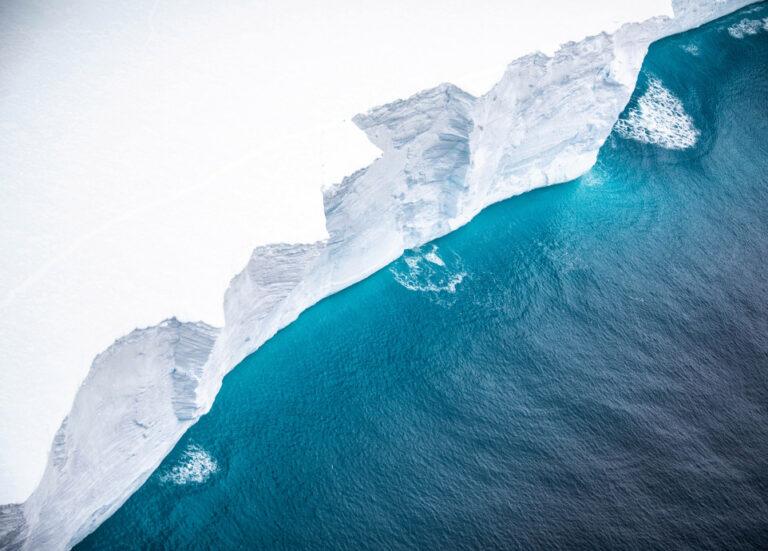Gunung Es Terbesar di Dunia Ancam Habitat Pulau di Samudra Atlantik