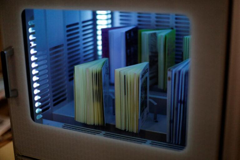 Jepang Gunakan Mesin Berteknologi UV untuk Sterilkan Buku