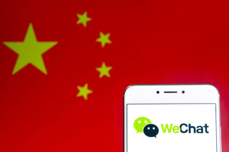 Trump Teken Perintah Larangan Transaksi Aplikasi China, Beijing Mengecam