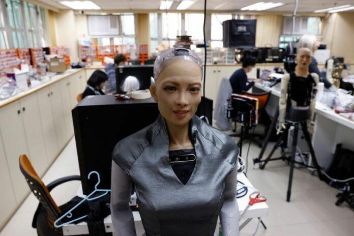 Robot Sophia Covid-19