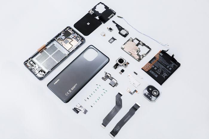 Membongkar Xiaomi Mi 11, Komponen Apa Saja di Dalamnya?