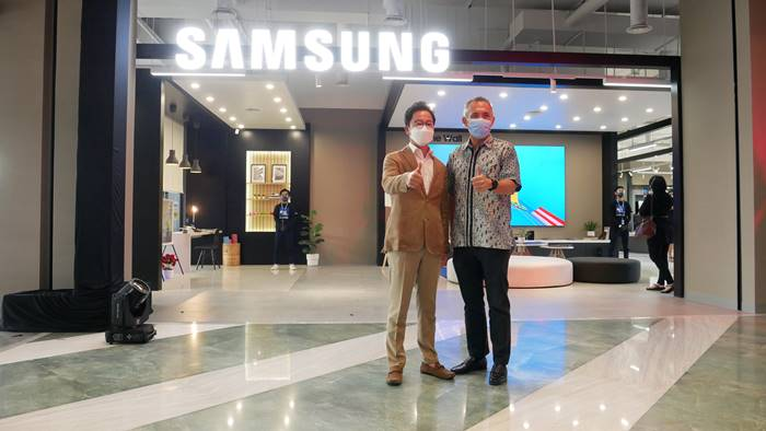 Samsung Multi Experience Store