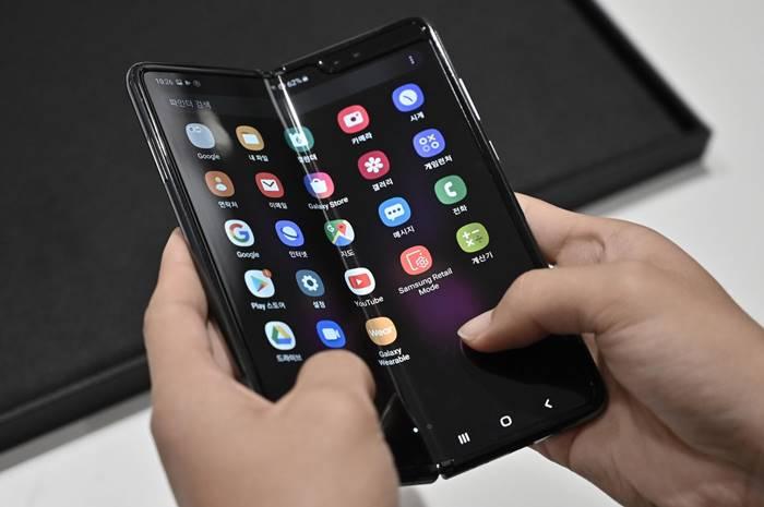 Paten Terbaru, Smartphone Lipat Samsung Bisa Ditekuk Tiga Bagian