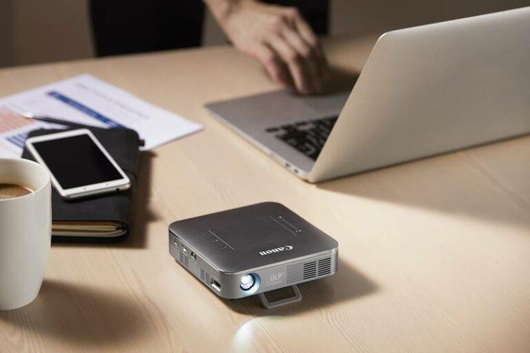 Ukurannya Mini, Proyektor Canon MP250 Bisa untuk Nonton Film 4K