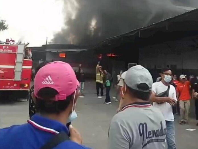 Video Gudang Shopee Express Kebakaran