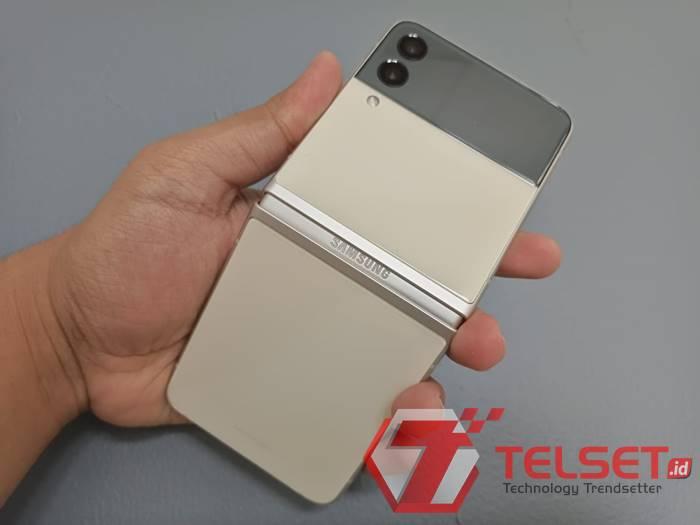 layar Galaxy Z Flip3