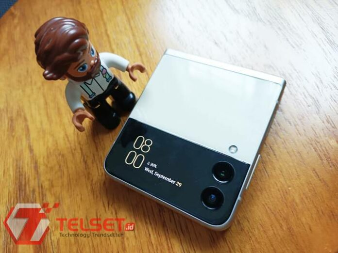 review galaxy z flip3 layar lipat kamera